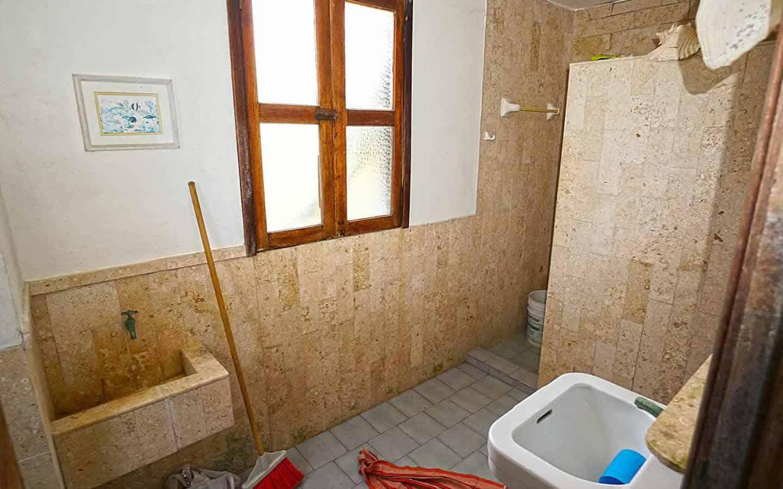 Chenchomac lower bathroom