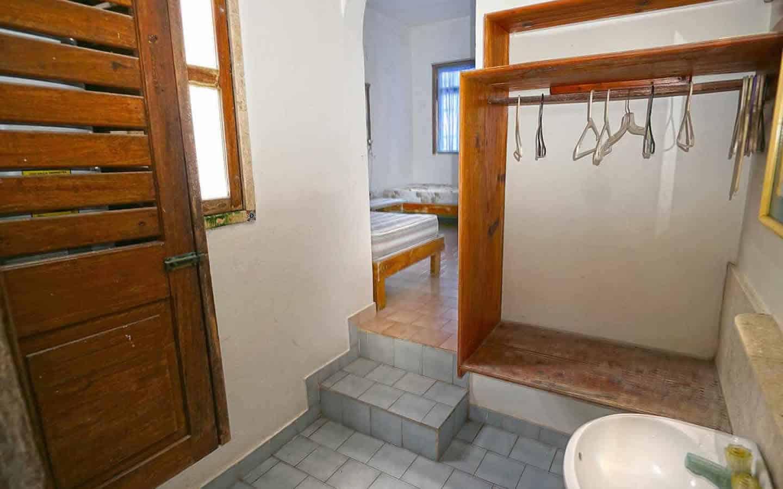 Chenchomac upper bathroom