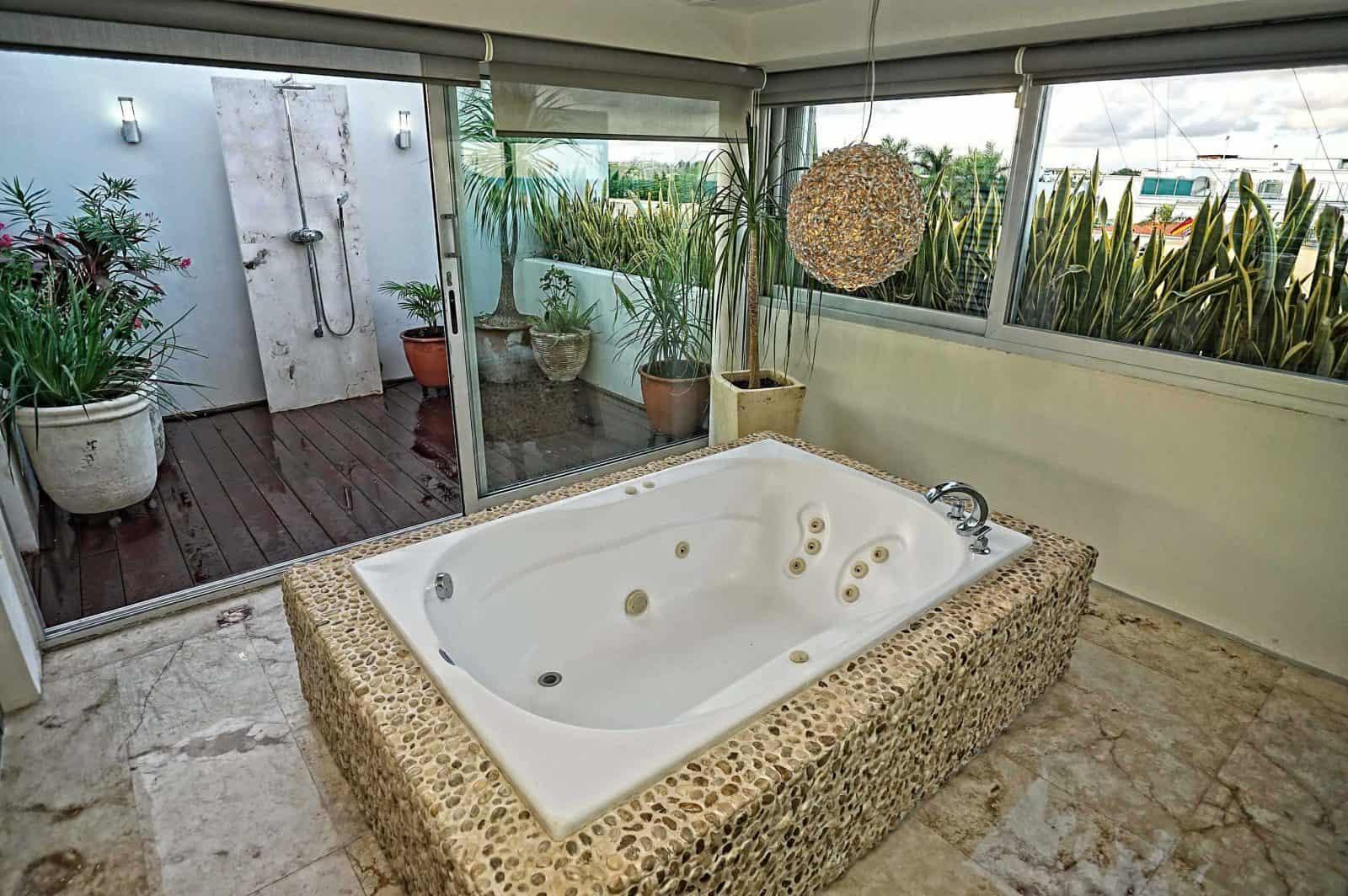 Magia enormous master suite bathroom plus jacuzzi