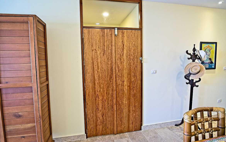 Veranto doorway to guest bedroom, bathroom and rooftop.